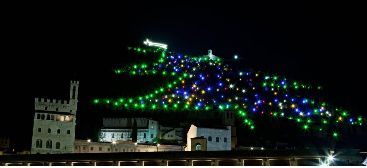 Epifania a Gubbio con l' Albero di Natale più grande del mondo